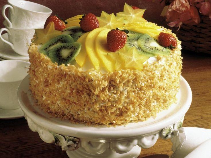 Tropicana...Ľahká piškótová torta so šľahačkou a s ovocím ...