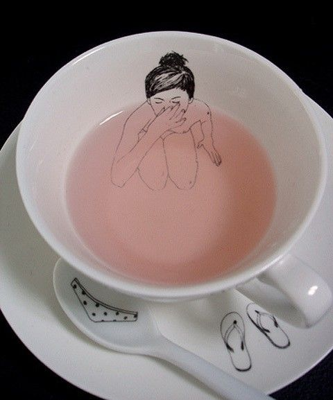This tea cup and saucer are just the darndest things.