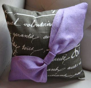 Purple Hues and Me: Burlap Bow Pillow