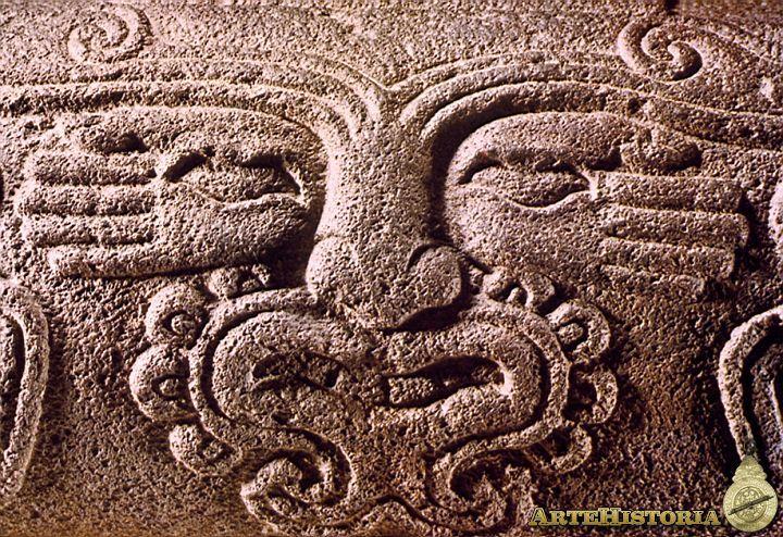 Teponaztli o tambor azteca (Valle de México,  Mexicas Autor: Fecha: 1325-1521 Museo: Museo Nacional de Antropología de México Características: 35 x 71 cm Estilo: Material: Basalto
