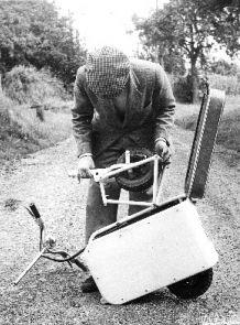 Dans les années 60, Victor Bouffort s'intéressa aux problèmes de circulation dans les grandes villes.  Il se mit au travail et conçu plusieurs voitures citadines dont la Valmobile, cette valise magique de 70 cm se transformait en 2 minutes en scooter. À sa présentation, aucun constructeur ne s'intéressa à ce projet et ils conseillèrent  à Victor de faire sa démonstration aux japonais. Ce qu'il fit ! Il signa un contrat avec la société Hirano qui fabriqua la Valmobile à des milliers…
