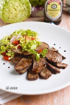 САЛАТ ИЗ ТЕЛЯТИНЫ С МАЛИНОВОЙ ЗАПРАВКОЙ  Сочное пикантное мясо и ягодная заправка - это очень вкусно!  http://www.koolinar.ru/recipe/view/122027