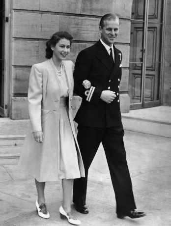 1947: pearls, cinched waist, fun shoes, business-like and padded coat and of course, a good-looking man.