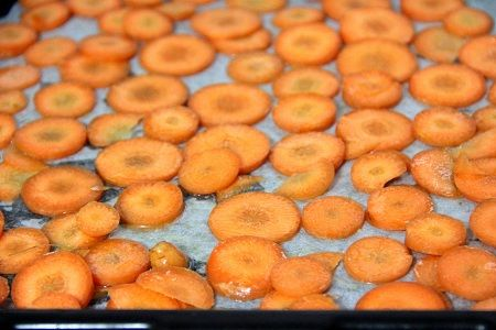 Snack Away with this Crispy Baked Carrot Chips Recipe