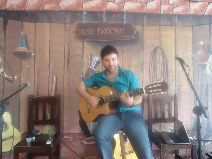 """11/04 ♥ Show de Luigi Di Santo no """"Galpão Gaucho"""" ♥ SP ♥  http://paulabarrozo.blogspot.com.br/2014/04/1104-show-de-luigi-di-santo-no-galpao.html .."""