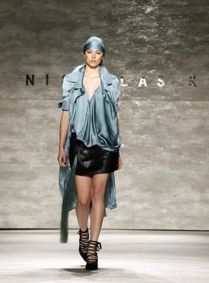 New Yorker Modewoche: Nicholas K. zeigt aufwändig Drapiertes. (Bild: epa)
