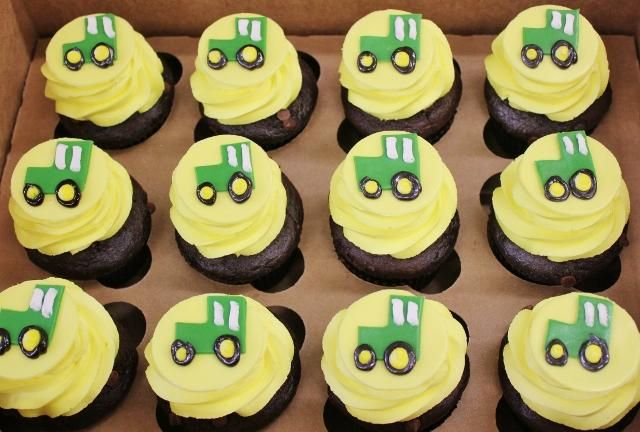 cupcake cake tractor | wedding cakes, cupcakes, cake pops, birthday cakes | Tractor Cupcakes ...
