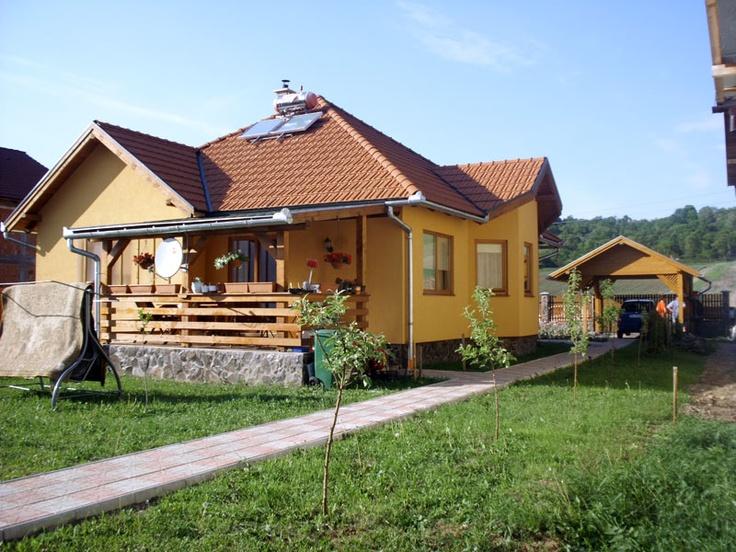 Casa de locuit din lemn pe un singur nivel construita la cheie - fatada posterioara http://www.caselemnbarat.ro/tag/constructii-case-din-lemn-la-cheie/