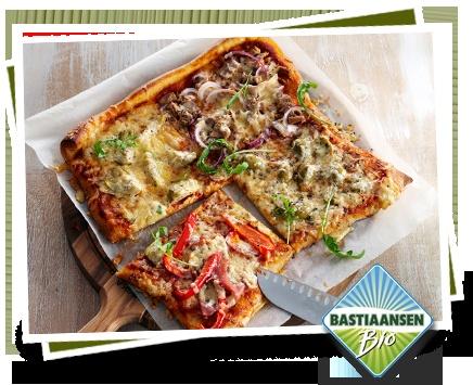 Kaas recept: Pizza met biologische Bastiaansen kaas    Lees meer op: http://www.kaas.nl/kaas-recepten/pizza-met-biologische-bastiaansen-kaas