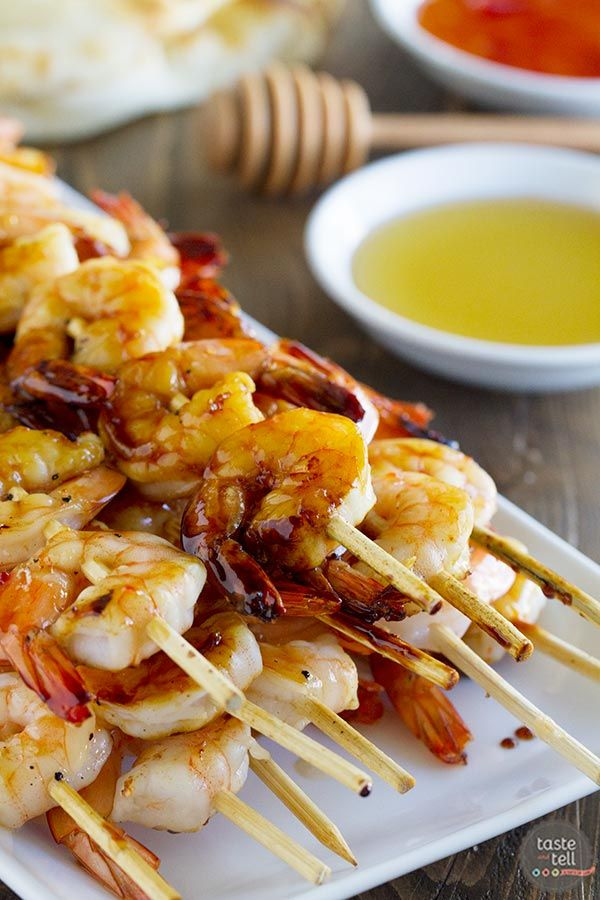Looking for an easy summer dinner?  Try these Chili Honey Garlic Shrimp Kabobs - the perfect recipe for a summer's night at the grill. #EccoDomani #Summer