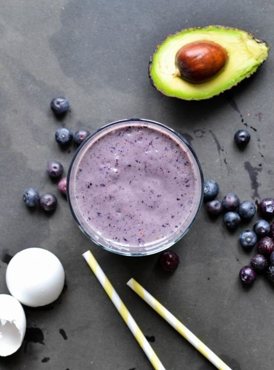 Pre-workout shake with blueberries and raw egg - A tasty love story
