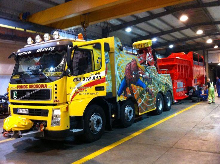 tow wrecker truck on duty