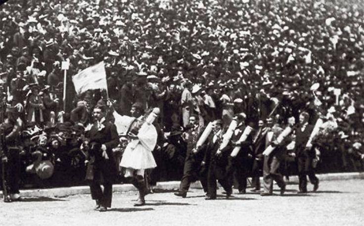 Φωτογραφιες Μνημες Παραδοση ·    ΑΘΗΝΑ - 1896 Ο ΣΠΥΡΟΣ ΛΟΥΗΣ ΣΗΜΑΙΟΦΟΡΟΣ ΤΗΣ ΕΛΛΗΝΙΚΗΣ ΟΜΑΔΑΣ ΣΤΟ ΠΑΝΑΘΗΝΑΙΚΟ ΣΤΑΔΙΟ