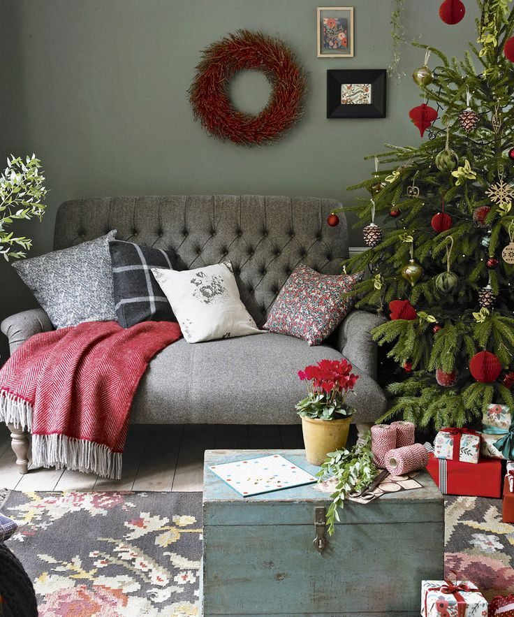 25 unique christmas living rooms ideas on pinterest living room decor for xmas christmas for Christmas living room pinterest