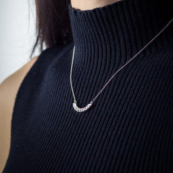 Nouveau collier! Simple et délicat, mais qui donne du punch à un look!