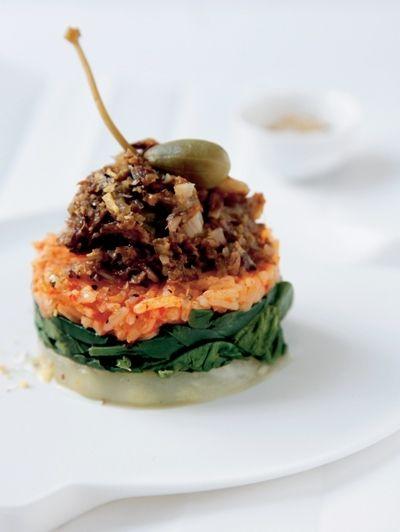 Groente-rijsttorentje met paddestoelentapenade  - Inspiratie voor Kerst: 25 vega recepten | ELLE Eten