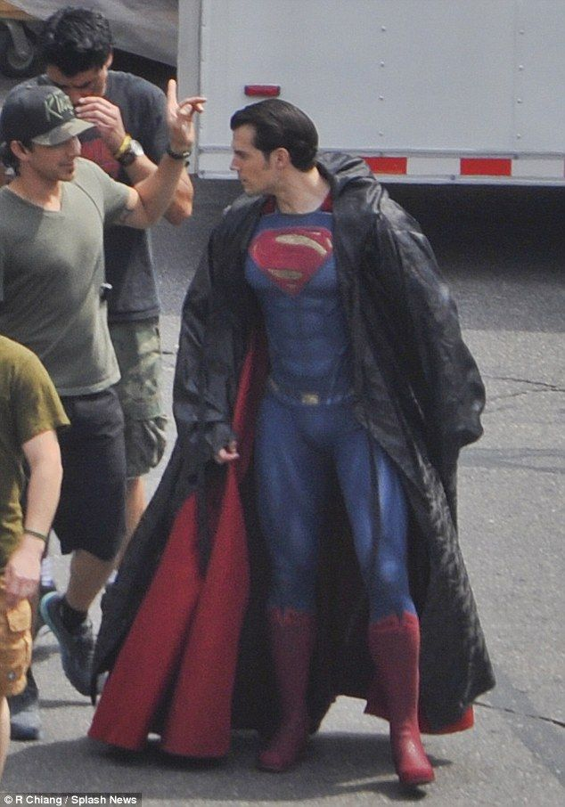 Henry Cavill Uncovers His BATMAN V SUPERMAN Suit In Latest DAWN OF JUSTICE Set Photos