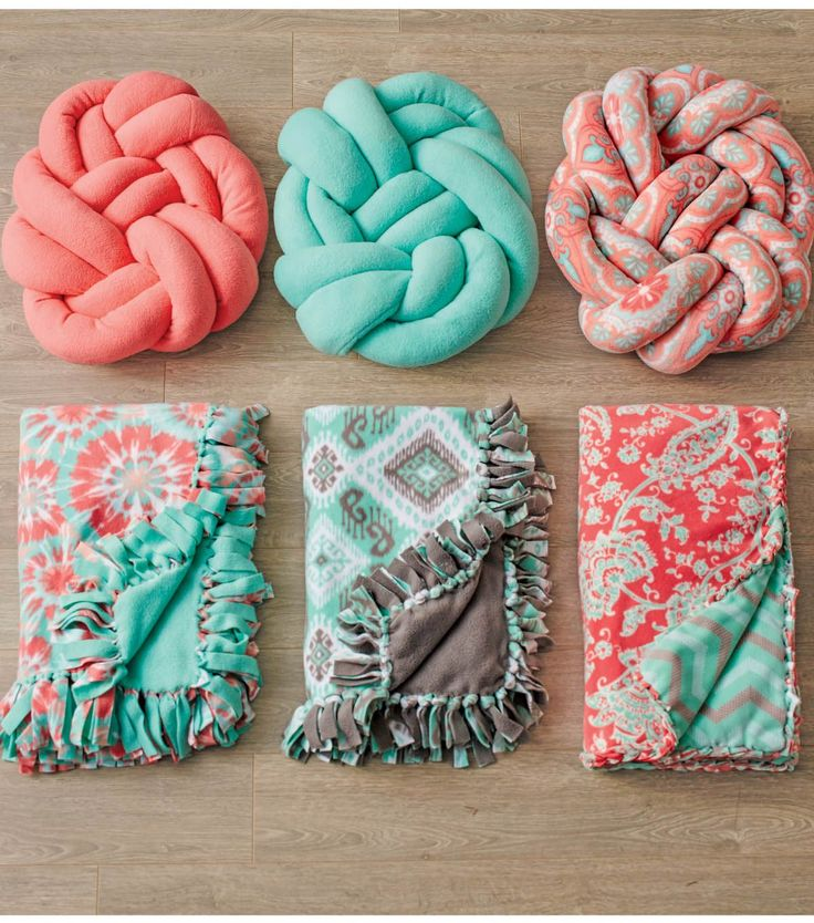 Make your own knotted fleece pillow! All you will need is 1 yard of fleece 1 large package of polyester stuffing and a sewing machine! Click here \u2026 & Make your own knotted fleece pillow! All you will need is 1 yard ... pillowsntoast.com