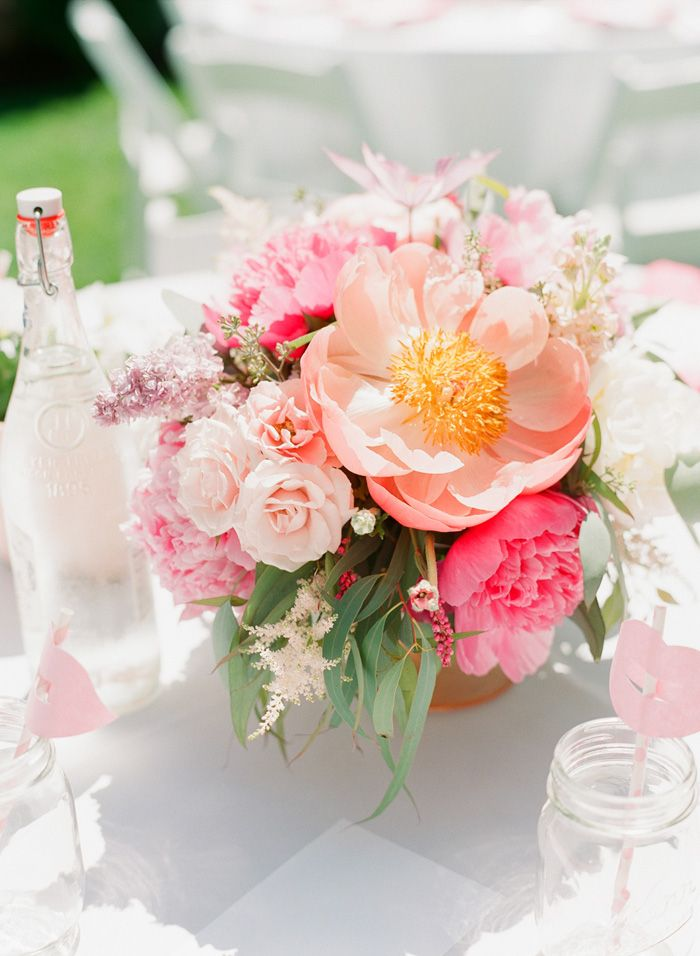 Wedding Blog Garden Party Bridal Shower by A Vintage AffairFloral Centerpieces, Celebrities Bridal, Dai Photography, Parties Bridal, Garden Parties, Gardens Parties, Connie Dai, Backyards Gardens, Bridal Showers