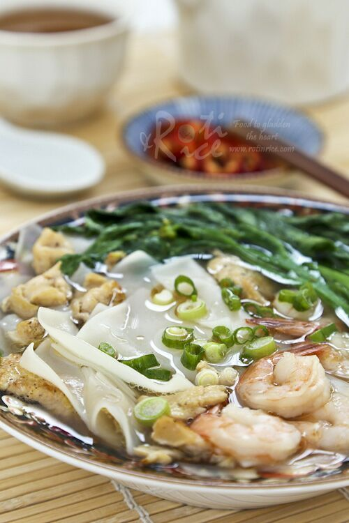Chicken Rice Flake Noodle Soup - tender rice flake noodles in a clear tasty broth. Only minutes to prepare. | Roti n Rice