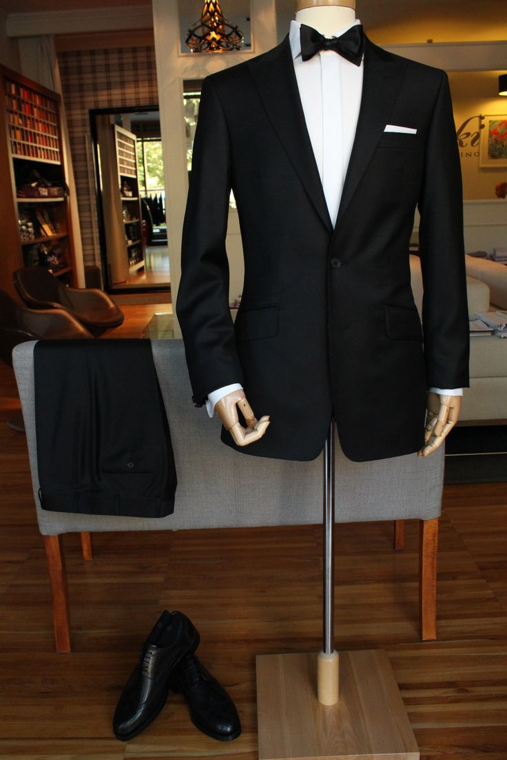 https://www.facebook.com/media/set/?set=a.10151866902314844.1073741974.94355784843&type=1  #madetomeasure #buczynskitailoring #suit #dormeuil