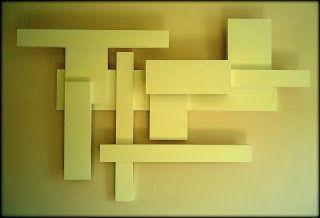 Escultura geométrica abstrata.