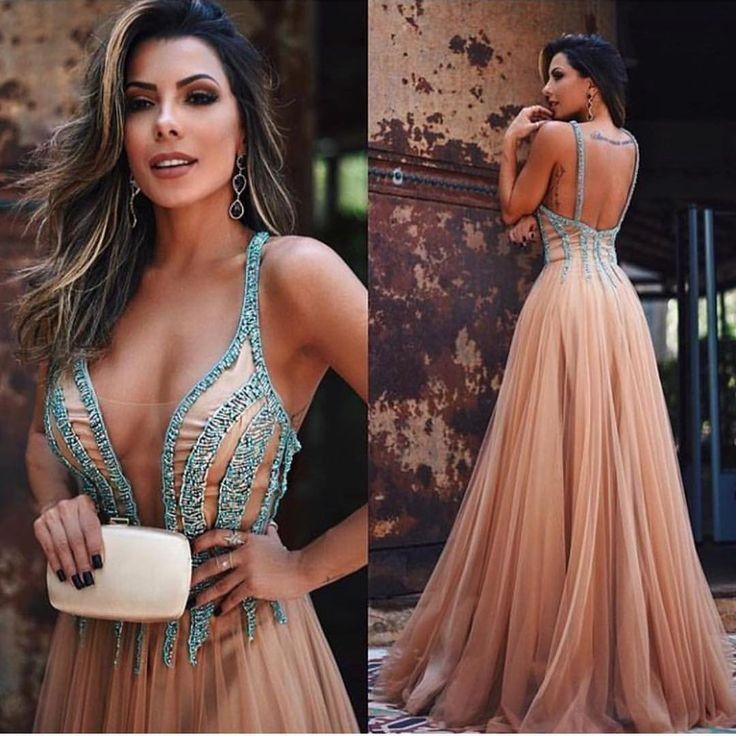 Lindíssima!!!  . #universodasnoivas #noiva #weddings #wedding #weddingday #weddingdress #casamento #casamentos #vestido #vestidos #vestidodenoiva #madrinha #evento #dress @guilherminaloja