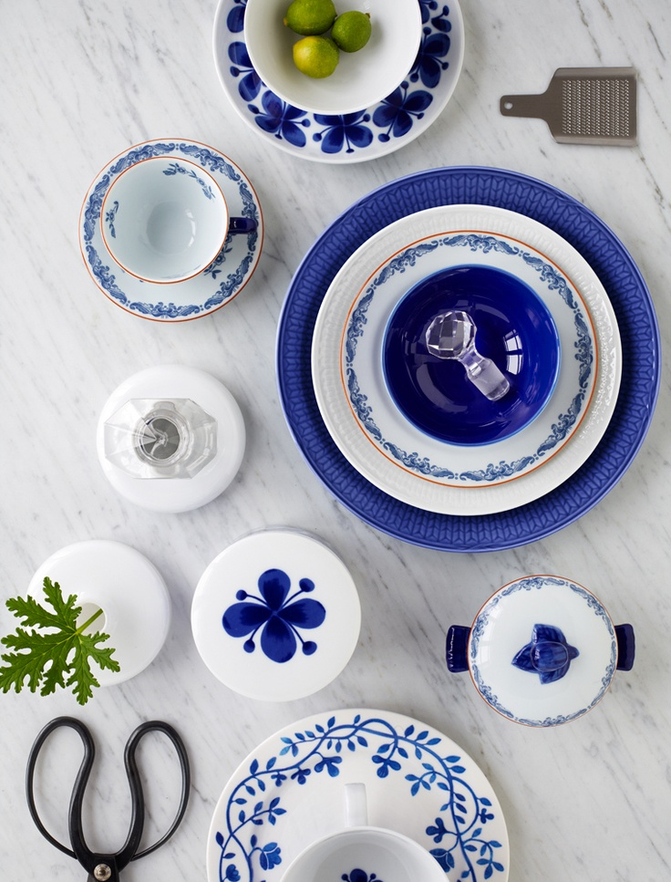 gorgeous china from Rörstrand swedish - it reminds me portuguese azulejos ;)