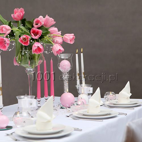 Dekoracje komunijne. Inspiracje na I Komunię Św.: Dekoracja stołu komunijnego dla dziewczynki
