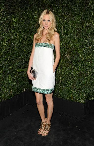 Poppy Delevingne Strapless Dress - Poppy Delevingne chose a beautiful Chanel strapless dress with marine-colored beading to the Chanel Pre-Oscar dinner.