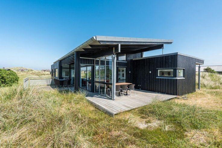 Tolles Ferienhaus mit gratis Endreinigung, Sauna und Whirlpool in der Nähe vom Strand und dem Zentrum von Sondervig. Für 6 Personen.