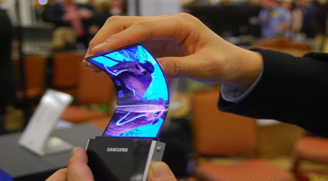 One of the most popular LCD and LED display creator Samsung showcase Flexible AMOLED display. Samsung showcase there next generation AMOLED display at CES 2011. The Flexible AMOLED display is ultra thin sheet that you really can't imagine. The displays are rollable, bendable and can even survive impacts of a hammer. We surely say that it is really Next Generation display technology by Samsung