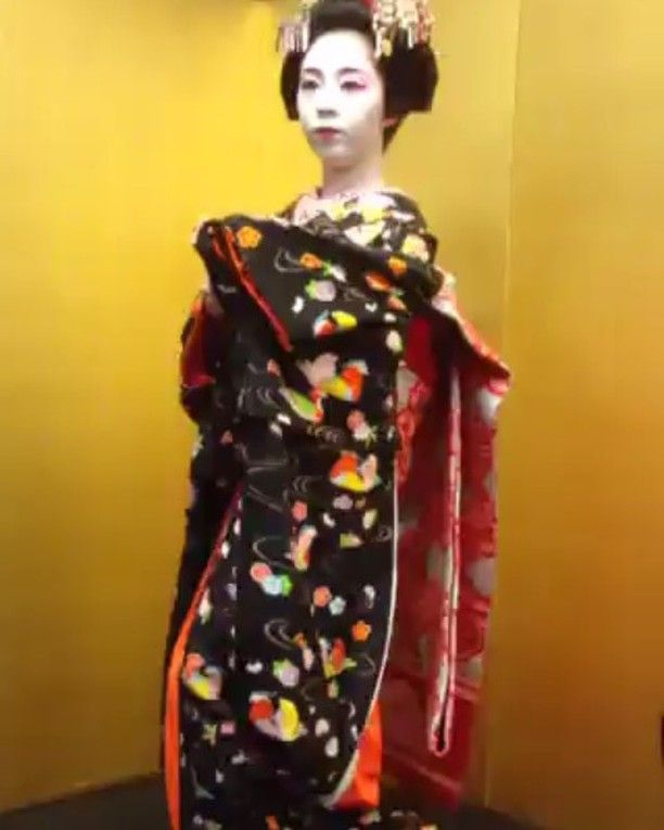 いいね!74件、コメント1件 ― @nail_petite_roseのInstagramアカウント: 「先週の奈良の舞子さんと忘年会動画編♪ 近すぎてフレームアウトしますが、最初の一部だけおすそ分け 奈良の舞子の菊亀ちゃんの日本舞踊♪ #ori食 で食の画像などを閲覧できます♪…」