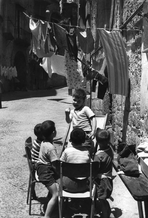 Naples 1960 Photo: Henri Cartier-Bresson  Sometimes a photo makes me feel happy to be alive - like this one:)