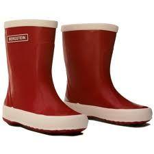 Rode laarsjes in de regen