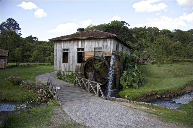 https://flic.kr/p/AVp715 | Casa da Erva-Mate Ferrari - Caminhos de Pedra, Bento Gonçalves | = = = = = = = = = = = = = = = = = = = = = = = = = = = = Francisco Aragão © 2015. All Rights Reserved. Use without permission is illegal. = = = = = = = = = = = = = = = = = = = = = = = = = = = =  Portuguese   Construída no local onde funcionava o antigo moinho Cecconello, a casa é exemplo de um processo de aculturação. A erva-mate, planta muito comum na região, era conhecida e utilizada como bebida…