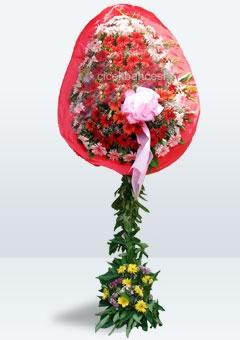 Çiçek Bahçesi - Kırmızı ve pembe gerberalardan hazırlanan etkileyici ayaklı sepet