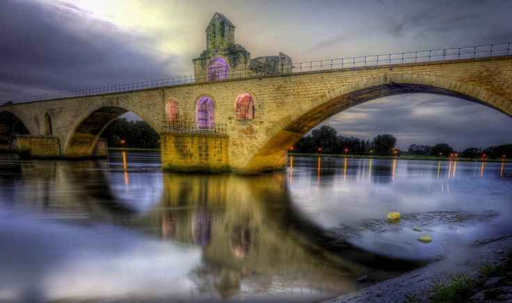 Pont Saint Benezet in Avignon, France    ...