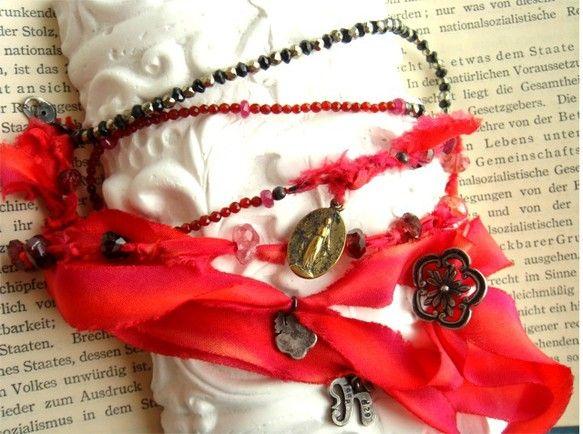 信長と蘭丸 のイメージでブレスを・・・こちらは信長バージョン、赤~ピンクでまとめています。石は、ブラックスピネル・パイライト・トルマリン・レッドアゲート・ルビ...|ハンドメイド、手作り、手仕事品の通販・販売・購入ならCreema。