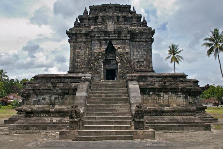 MENDUT TEMPLE A Throne for The Giant Buddha StatueBorobudur, Magelang, Jawa Tengah, Indonesia Mendut Temple is a Buddhist temple built by King Indra of Syailendra Dynasty. Mendut