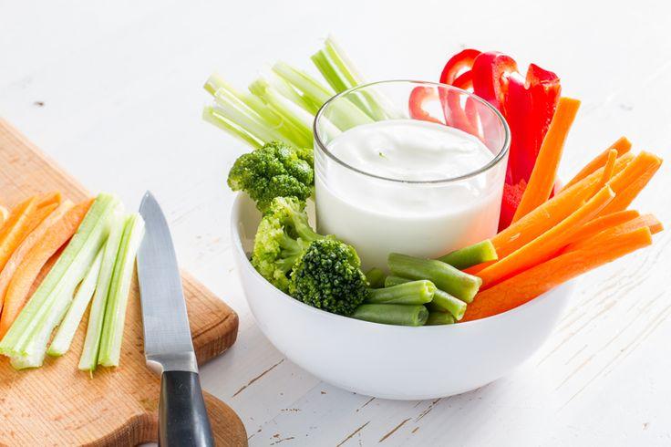 Schnelle gesunde Rezepte: Gemüsesticks-Rezept mit Kräuterdip