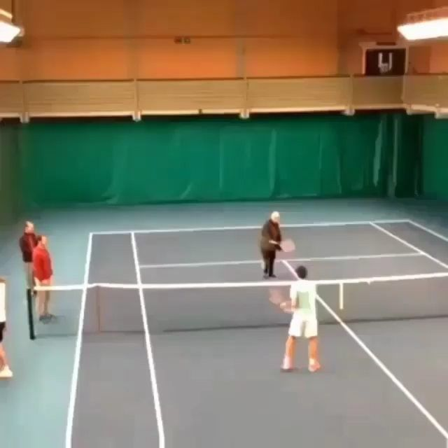 Mr Federer's father showing who is the boss 😂😎 #tennis #tennisvideo #tennispractise #love #followme #atp #wta #usopen #daviscup #nadal #federer #djokovic #RogerFederer #wimbledon #Dimitrov #Murray #RolandGarros #BNPPM #bnpparibas #delpotro #monfils #gaelmonfils #fft #nishikori #keinishikori #raonic #milosraonic #AusOpen #australianopen