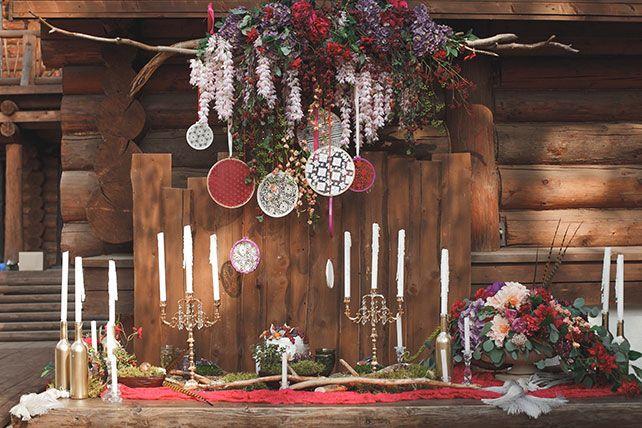 Бордовая свадьба в стиле бохо, сладкий стол, пяльце в декоре
