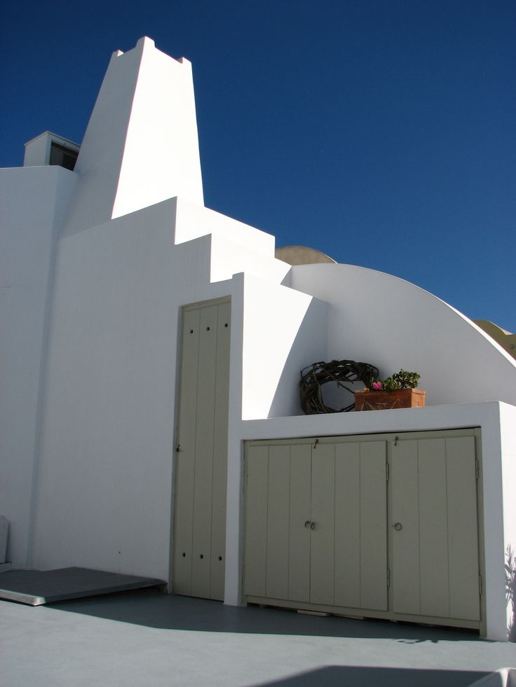 Irida Santorini - exterior details