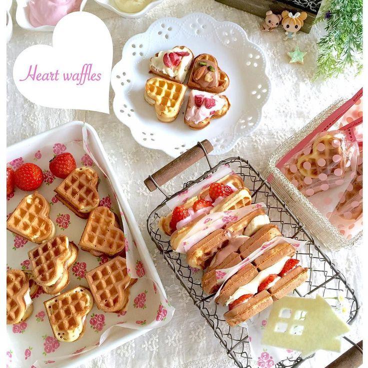 今日も#バレンタインスイーツ を作りました #ワッフルサンド です チョコ ホワイトチョコ ストロベリーチョコの3種類のガナッシュクリームをサンドしました 少し焼き気味なのはお家おやつに苺やバナナもサンドして プレゼント用は小さくハート型に割って 冷蔵保存しなくてもいいように ナッツやドライ苺などを入れています いつも何かプレゼントしようと考えると このワッフルになっていて igの中でも何回目かになります なので今日はフィリングをいつもと変えて バレンタインスイーツなのでチョコガナッシュにしてみました(_)   #手作り#ワッフル#手作りお菓子#お菓子作り#手作りおやつ#手作りスイーツ#おうちカフェ#暮らし#おやつ#スイーツ#クッキングラム#バレンタインレシピ#お菓子バレンタイン#ハート #homemade#sweets#waffles#wafflessandwich#kaumo#kurashiru#kurashiruバレンタインデー by kiyochannn