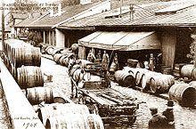 01 Bercy 1908 Gondry éditeur -  Entrepôts de Bercy, quartier du commerce des vins en gros en 1908.