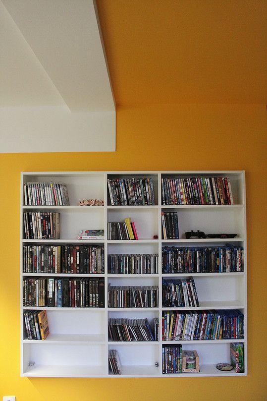 Salon télé, salon musique, salon bibliothèque, plafond jaune, mur jaune, DVDthèque sur mesure, Ronan Cooreman, Architecte d'intérieur Lille