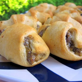 Bacon Cheeseburger Crescents :1 lb lean ground beef  8 slices pre-cooked bacon, chopped  8 oz Velveeta cheese (I used 2%)  1 Tbsp Worcestershire sauce  1 Tbsp dried minced onion flakes  2 cans refrigerated crescent rolls (I used low-fat)