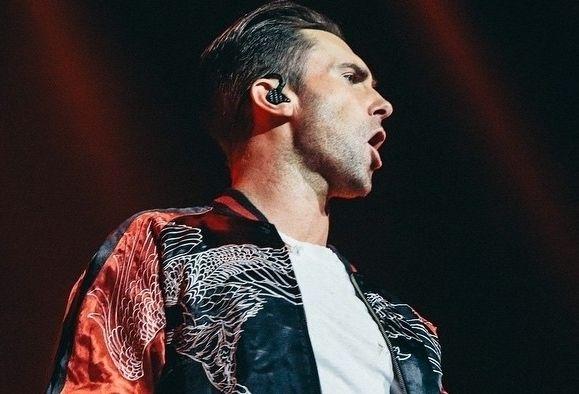"""Siapa sih wanita yang tidak jatuh hati dengan vokalis Maroon 5 ini? Melalui interview bersama Cosmopolitan UK, Adam Levine mengungkap 5 opini dan fakta yang Anda tidak tahu tentangnya!        Adam Levine menikah dengan model Victoria Secret, Behati Prinsloo - suatu hal yang hanya menjadi fantasinya sewaktu remaja.  """"Saya membayangkannya setiap hari setelah pulang dari sekolah. Victoria's Secret seperti 'kitab suci' bagi remaja pria.""""    Adam tidak cemburu dengan pria lain ya..."""