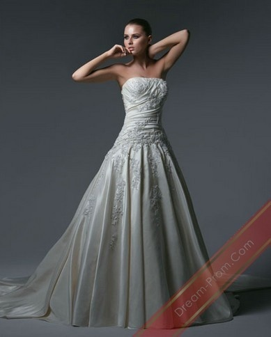 I like the idea of a fitted bodice and then a loose, beautiful skirt